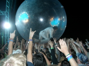 Wayne Coyne navegates the crowd in his space bubble.